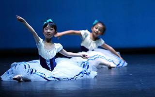 少儿芭蕾舞剧《天鹅湖》揭幕首届甘肃芭蕾舞节
