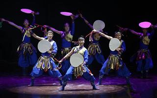 满族特色舞蹈《满乡铃鼓》 推动本土艺术发展