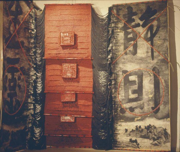 ▲《静则生灵》,水墨与编织装置艺术,墨、宣纸、丝绸、棉、竹、漆等,500×800×80cm,1985