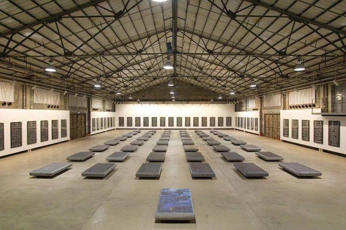 ▲每块碑110×190×20cm、重1.3吨,1993-2005年,展于何香凝美术馆oc