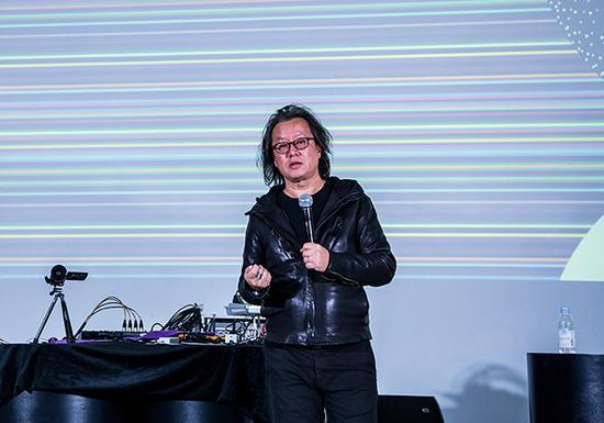 开幕式上中国美术学院跨媒体艺术学院副院长、本次展览策展人姚大钧先生致辞