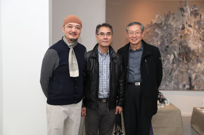 艺术家白明与巴黎中国文化中心主任严振全(中),巴黎中国文化中心孔子学院院长朱明(右)