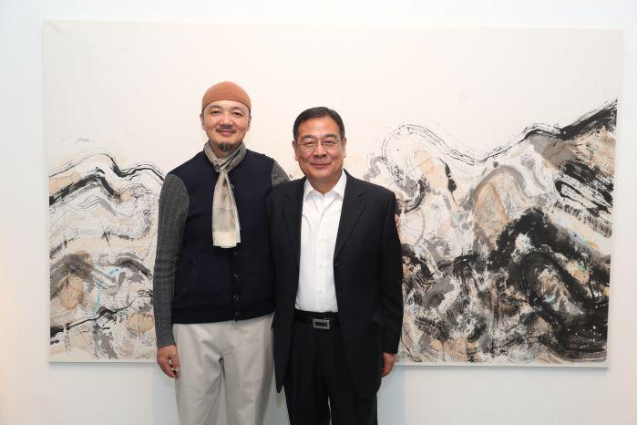 艺术家白明与中国驻法大使馆公使中国驻法使馆文化公参李少平