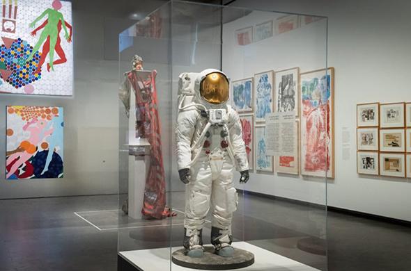"""诗和远方:""""月球:从内心世界到外太空""""展览开幕"""