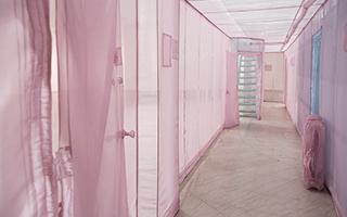 """布鲁克林博物馆展出1:1纽约""""公寓"""""""