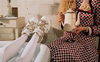 墨丘利送给女士们的鞋