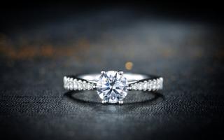 钻石的搭配与保养