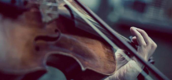冬日 与巴赫的旋律纠缠在一起