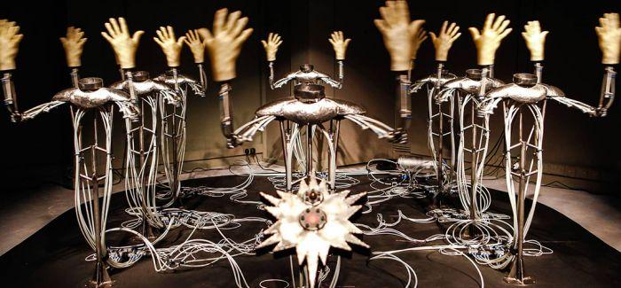 """""""放纵的超体"""":用艺术反思技术"""