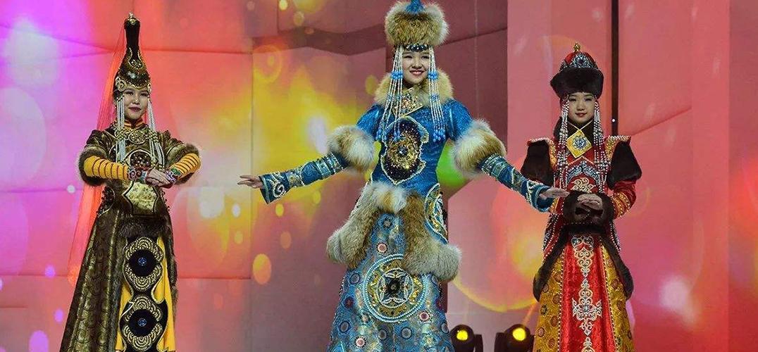 第十五届蒙古族服装服饰艺术节开幕