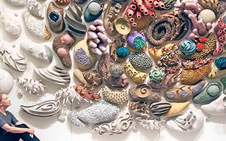 用手工陶瓷珊瑚礁雕塑呼吁人们保护珊瑚