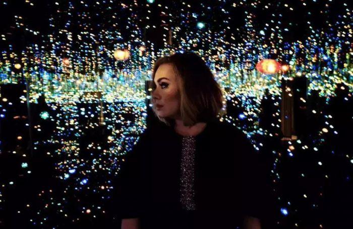 英国歌手Adele与无限镜屋,草间弥生|这世界很糟,但我依然热爱,这世界,草间弥生,圆点,波点,南瓜,日本,工作室,天才,纪录片,父亲