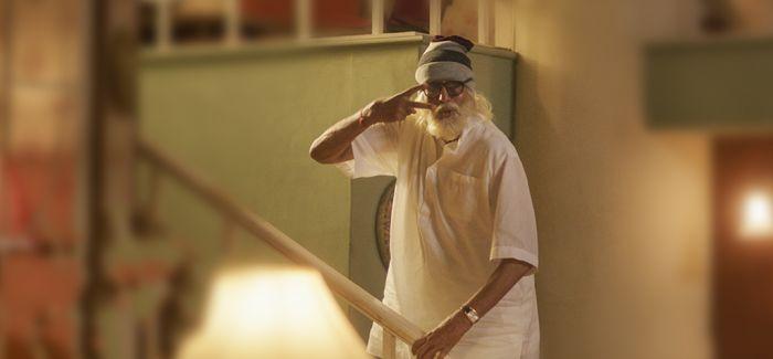 《老爸102岁》关注老年人生活