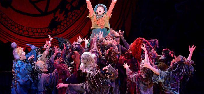 音乐剧《素敵小魔女》中文版首演 全新打造魔幻视效