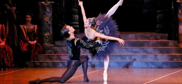 上海芭蕾舞团携经典版《天鹅湖》亮相柏林