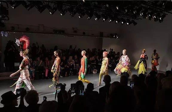 Matty Bovan 2019春夏系列,【IFA-时尚艺术】BE YOURSELF 是最终所有问题的答案,IFA,YOURSELF,Bovan,春夏,英国,设计师,配色,伦敦,秀场,约克