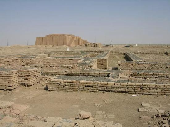 美索不达米亚古城乌尔的挖掘现场,图片来自维基共享。