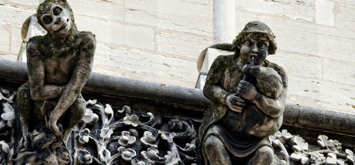 """""""神兽""""出没 教堂上的异形"""