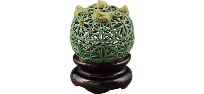 精致的清光绪绿釉镂空瑞兽轮花纹香薰