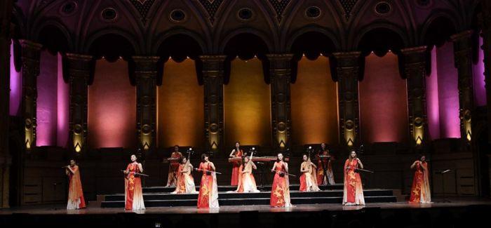 女子十二乐坊首次进入悉尼歌剧院 上演新春音乐会