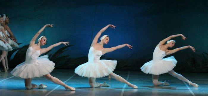 足尖上的传奇 舞剧《天鹅湖》在福州上演