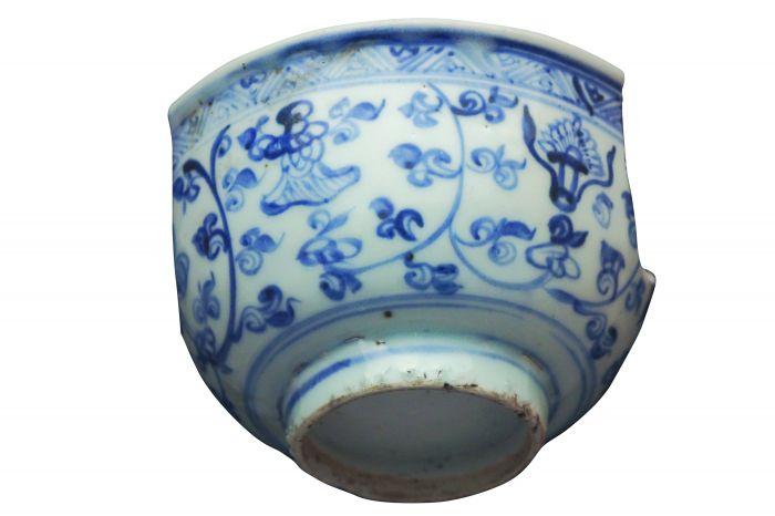 图2残破瓷碗