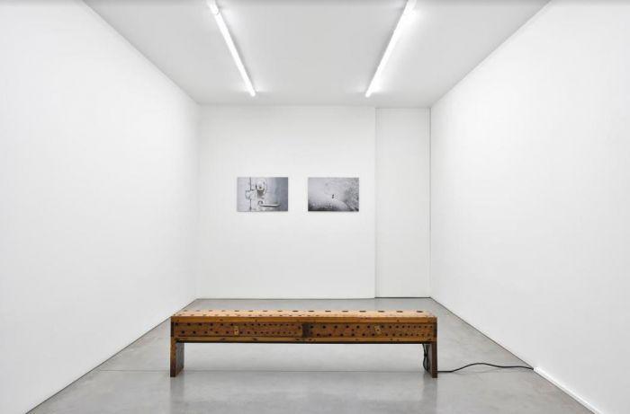 """阿马尔 · 康瓦 / """"好一个早晨""""展览现场 /玛丽安·古德曼书"""