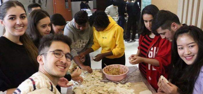 五大洲外国留学生山西感受中国传统陶瓷工艺
