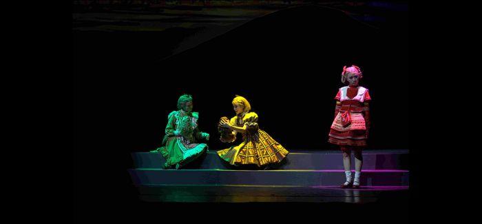 充满正能量的儿童剧《七色花》