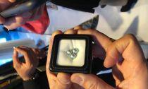 珠宝展会中的投资信号