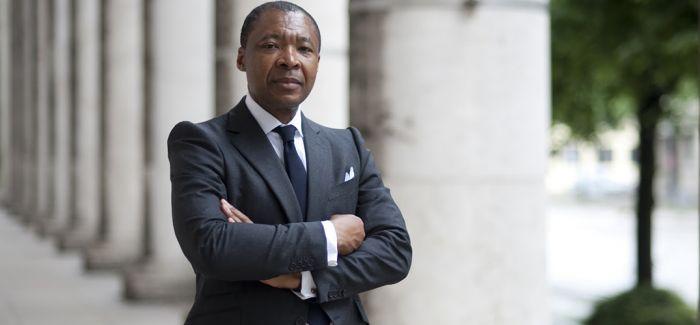 威尼斯双年展首位非洲策展人因癌症去世