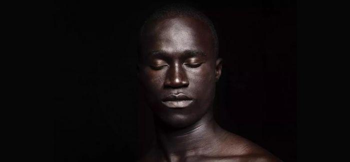 利拉 · 阿拉维:镜头背后的目光捕捉者