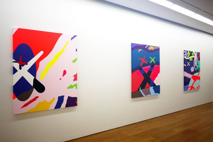 kaws-solo-exhibition-in-hong-kong-galerie-perrotin-inside-look-03