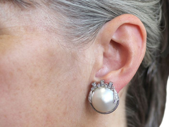vintage-art-deco-style-mabe-pearl-078ct-diamond-9ct-white-gold-earrings