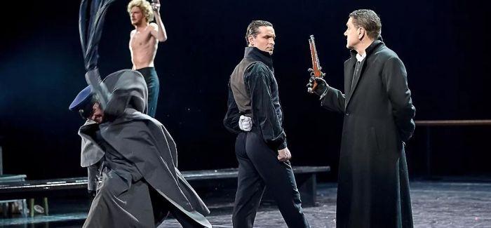 在《奥涅金》中品味舞台现实主义