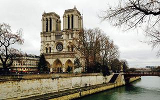 流泪的巴黎圣母院