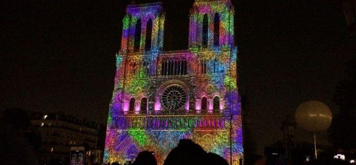 妙不可言的巴黎圣母院3D灯光秀