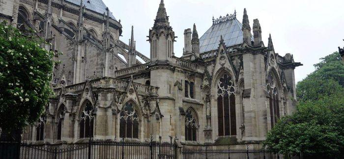 巴黎圣母院重要文物耶稣受难荆棘冠被成功救出