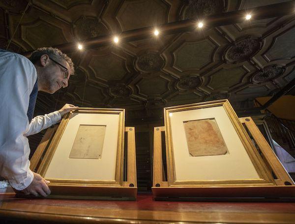 """""""莱昂纳多·达·芬奇:素描的一生""""即将开展-文物展柜"""