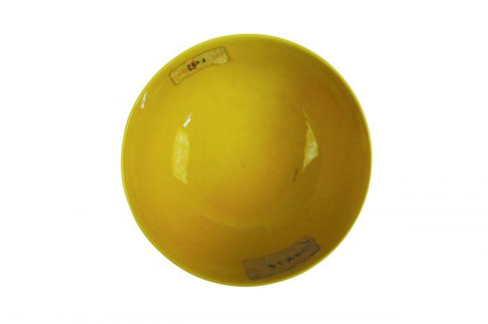图2-2 乾隆款黄釉云龙纹瓷碗