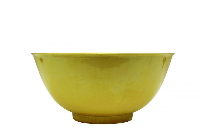 图1  康熙款黄釉大碗