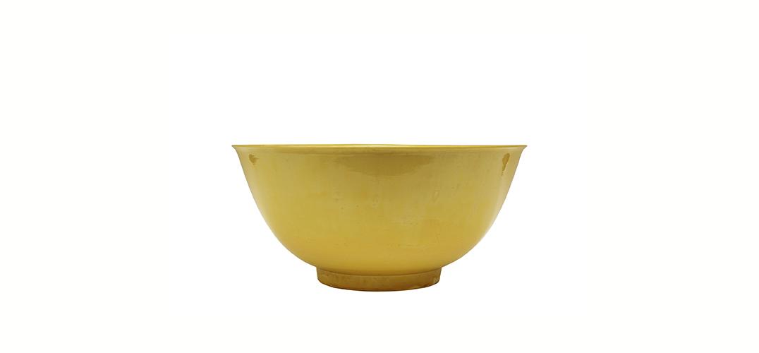 清代官窑黄釉碗:纯色中的高贵