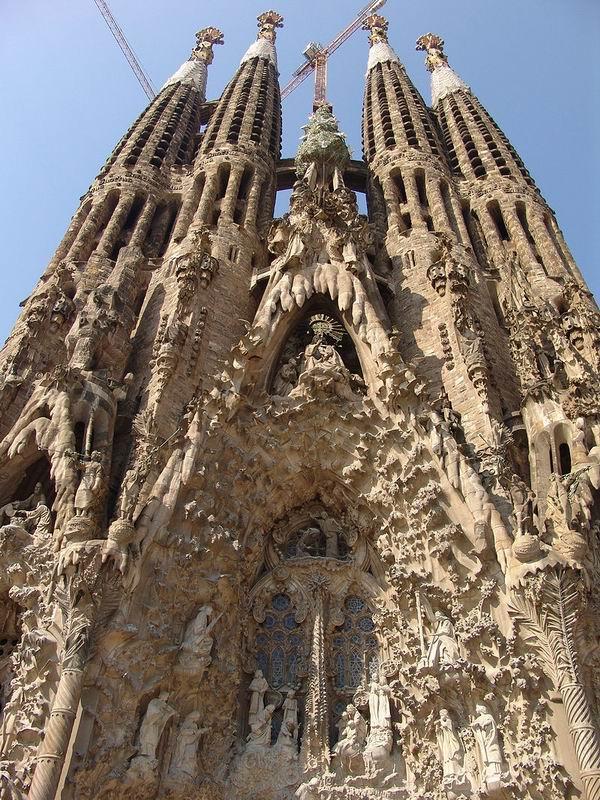 """開工137年后 圣家堂終于""""合法""""了"""