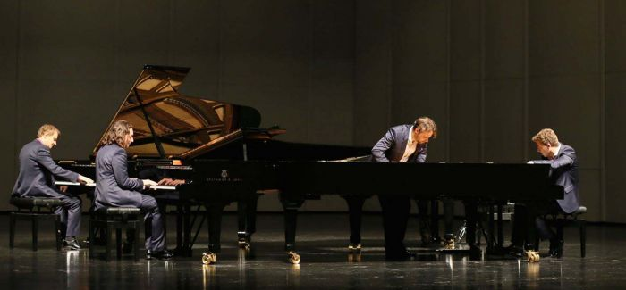 """四架钢琴""""玩转""""古典乐"""