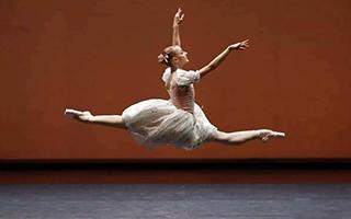 """芭蕾明星""""跳""""入国家大剧院 """"致敬中国芭蕾"""""""