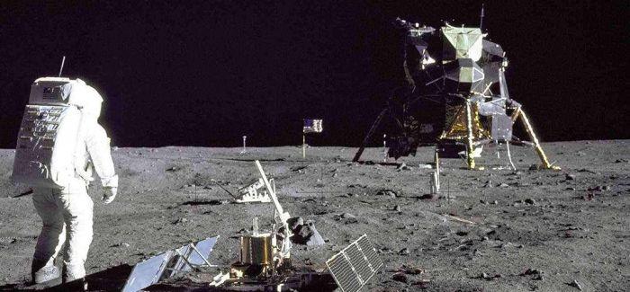 人类登月原始录像带以182万美元成交