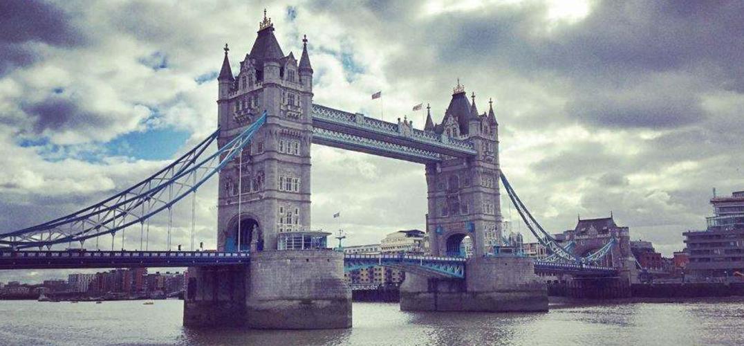 """用光影""""点亮""""伦敦桥"""