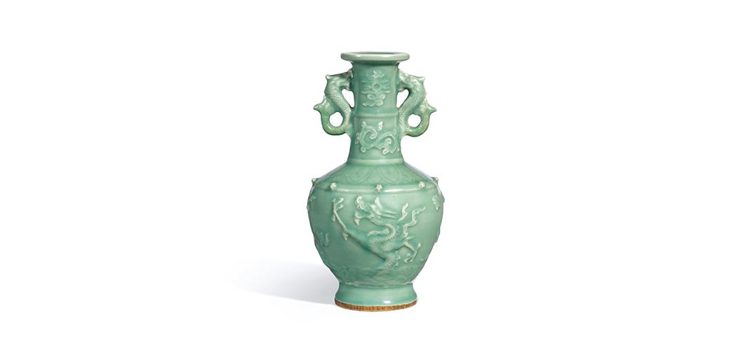 清新雅致的元代龙泉窑逐珠云龙双鱼龙耳瓶