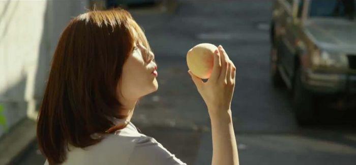 关于韩国电影《寄生虫》的两点疑问