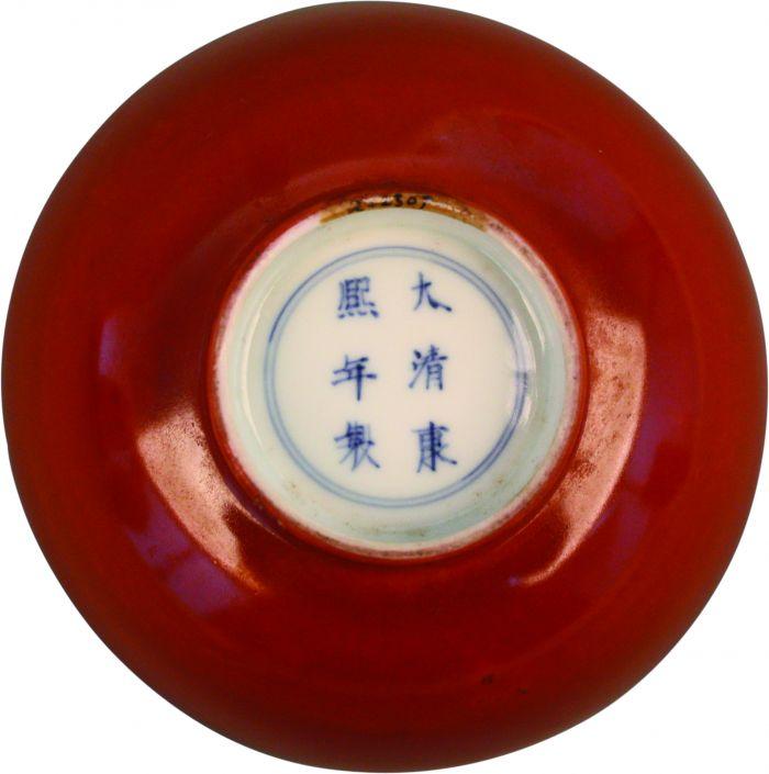 康熙款珊瑚红釉青花一路连科纹碗底部-